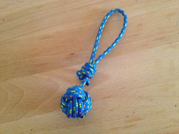 Fabriquer un porte-clés en nœuds marins